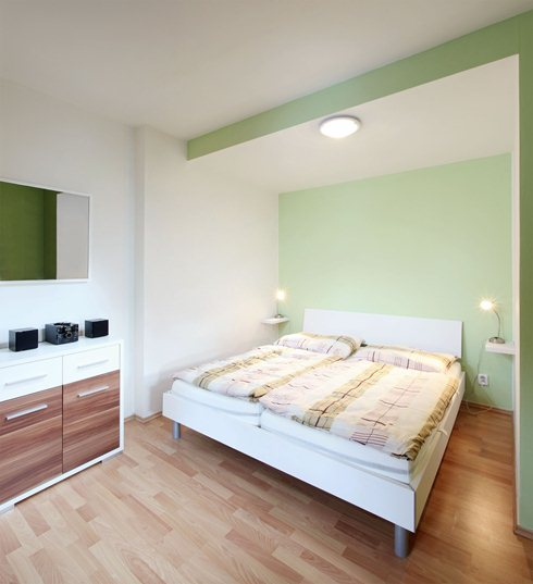Bedroom-in-the-apartment-with-a-large-bed.jpg